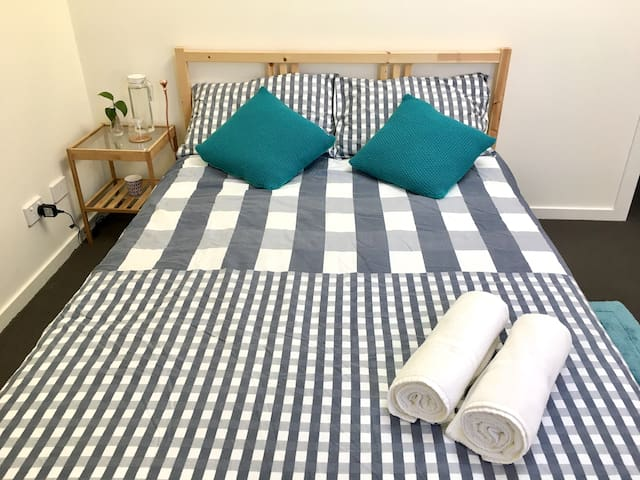 Lovely and spacious room in West Footscray - West Footscray - Apartment