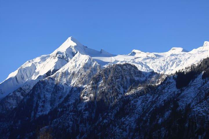 Beautiful View to Mountain Kitzsteinhorn - Kaprun - Daire