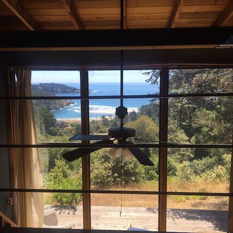 Romantic Loft with Ocean View! ❤️ - Mendocino