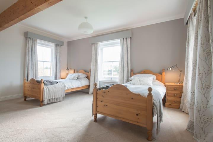 The Farmhouse - Twin Room near Cromer - Norfolk - Bed & Breakfast