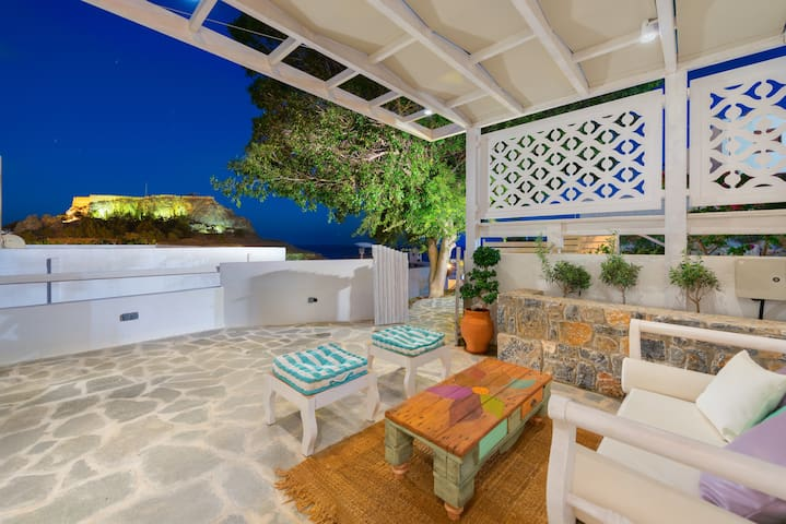 Deluxe Bungalow with private patio and views - Lindos