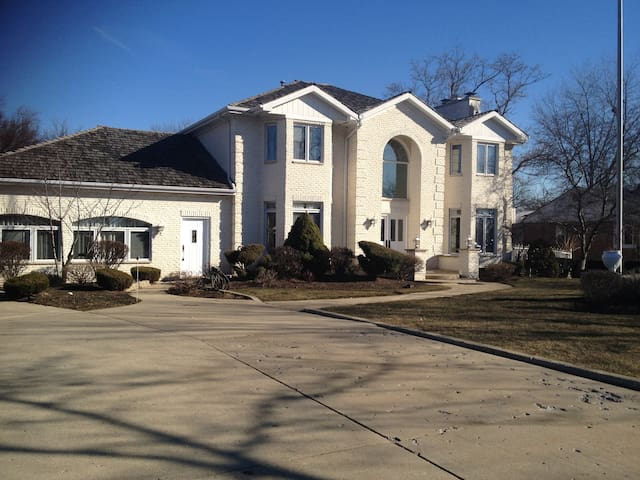 Brand new apt., 1000 SF near ORD - Mount Prospect - Appartement