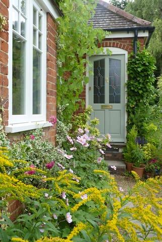 Peaceful Room in a Surrey Village. - Farnham - Maison