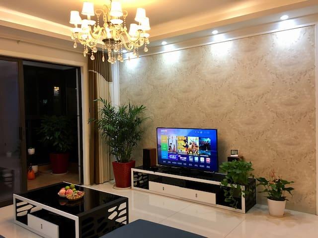 地铁口边上的梅溪湖畔高层景观私人住宅小区(次卧) - Changsha - Lägenhet
