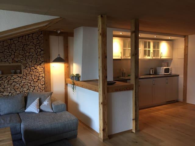 """Aarelodge riverside apartment """"wood"""" - Unterseen - Leilighet"""