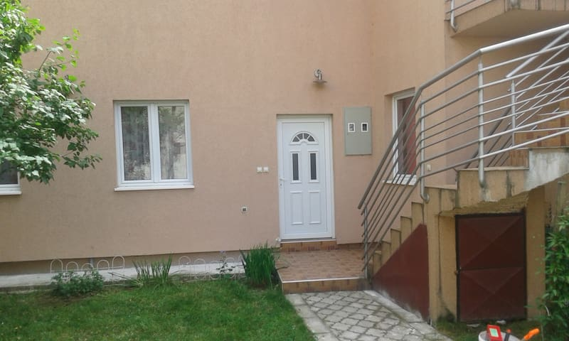 House with beautiful garden - Valjevo - Talo