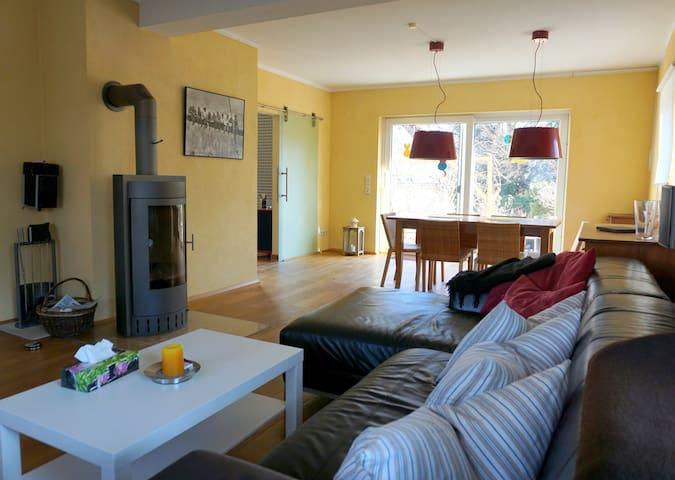Gemütliche moderne Ferienwohnung mit Terrasse - Metzingen
