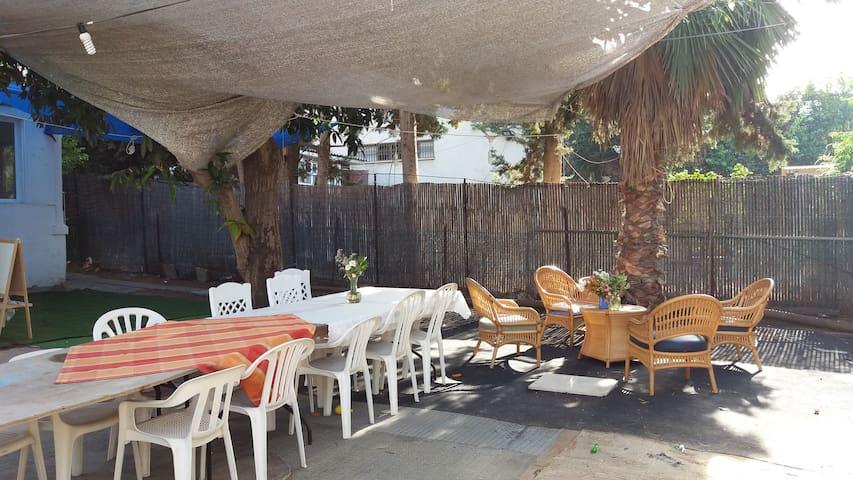 a lovly house next to a park + big garden . - Netanya - Huis