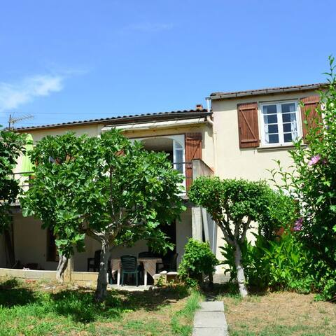 Charming house with garden and terrace in Esperaza - Espéraza - 連棟房屋