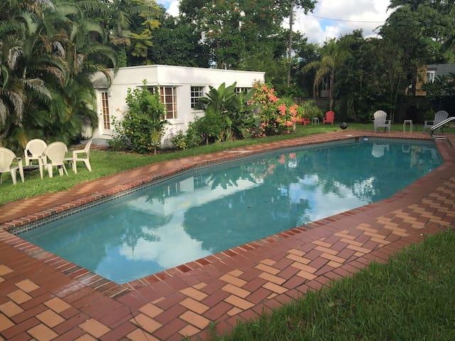 Guest cottage/pool/tropical yard - Miami Springs - Rumah