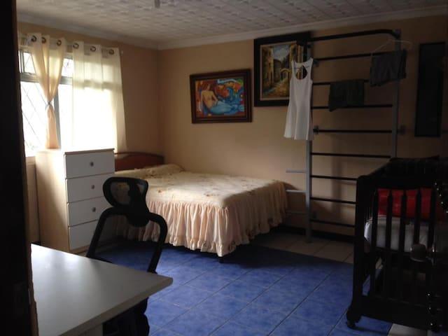 Cozy Room in quiet and safe Neighborhood - San José - Hus