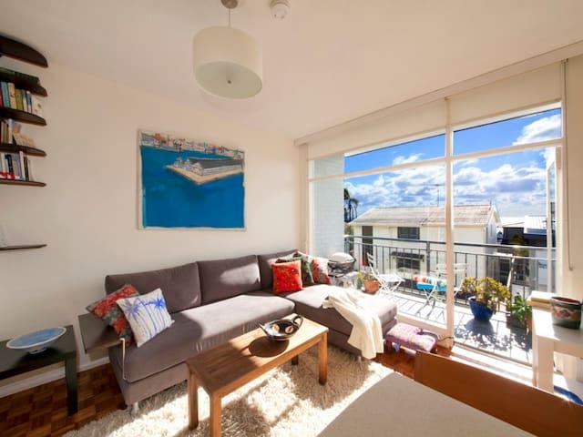 Bright Bronte apartment - 5 mins to two beaches! - Bronte - Leilighet