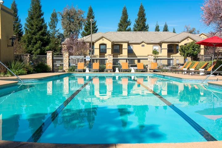 Folsom Luxury Space with Family - Rancho Cordova - Apartemen