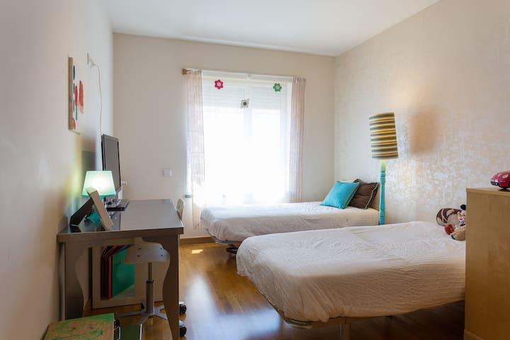 Twin Bedroom in the City center (Telheiras) - Lisboa - Lägenhet