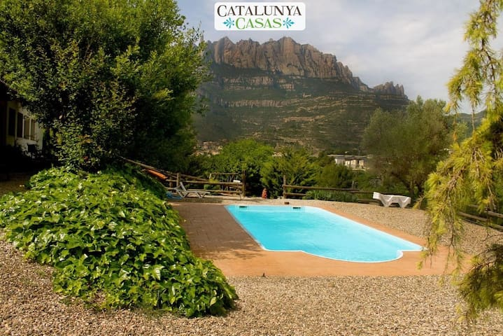 Majestic mansion in Monistrol de Montserrat with 8 spacious bedrooms for 16 guests - Barcelona Region - 獨棟