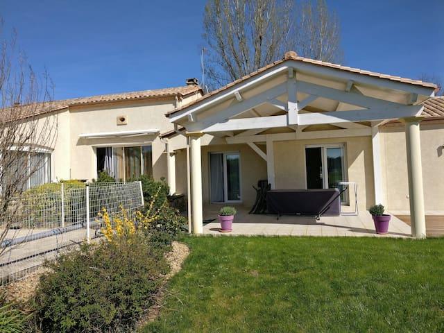 Maison avec piscine St Sauveur De Bergerac - Saint-Sauveur - Huis