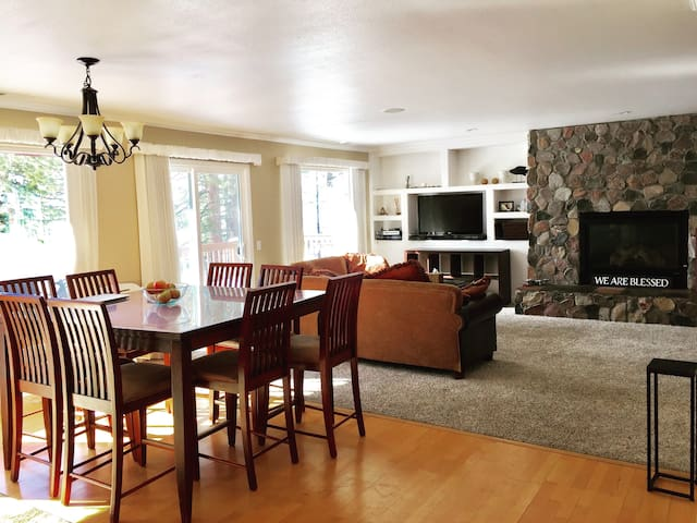 5 minutes from Beaches, Skiing and Casino's - Zephyr Cove-Round Hill Village - Huis