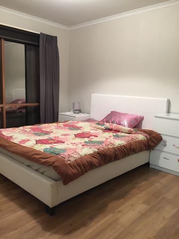 Mill park house Queen bedroom rent - Mill Park - Talo