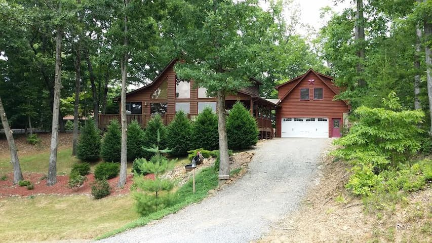 Hubbard House Mountain Retreat B&B 3 private rooms - Murphy - Bed & Breakfast