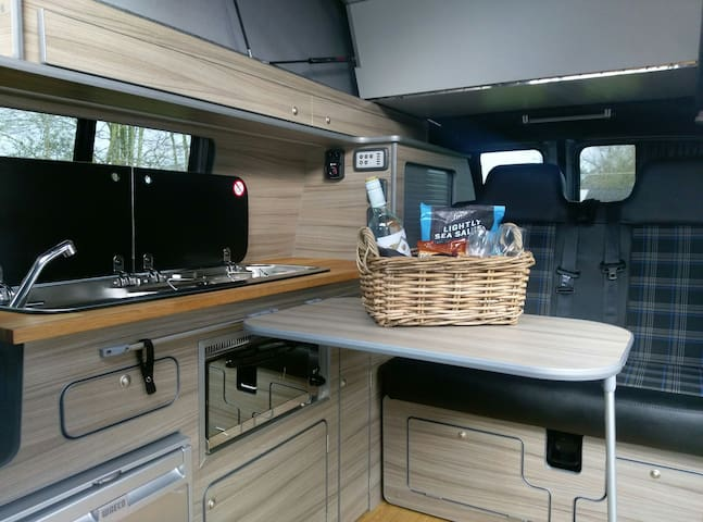 LUXURY VW CAMPERVAN - Ruthvenfield Perth