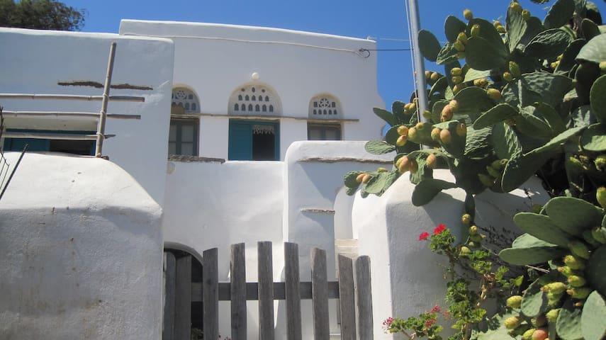 Traditional house in Komi, Tinos - Komi