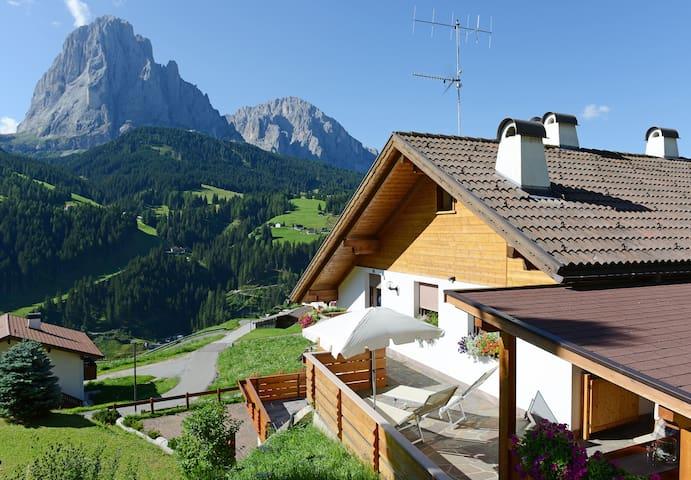 102A - App. con terrazzo e vista - Santa Cristina Valgardena - Leilighet