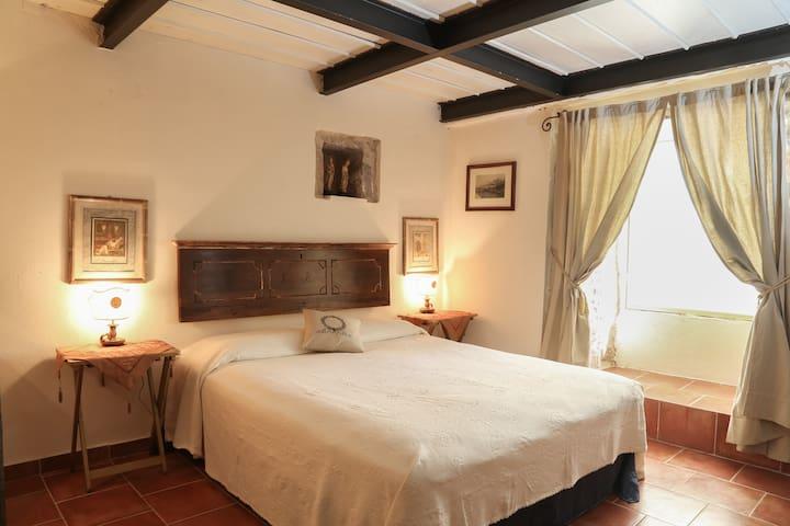 Room in ancient stone tower in Leonidion. - Leonidio - Rumah