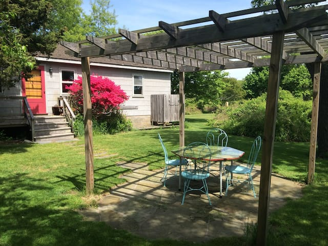 Secluded 1Br cottage on the lake, close to Ditch - Montauk - Gästhus