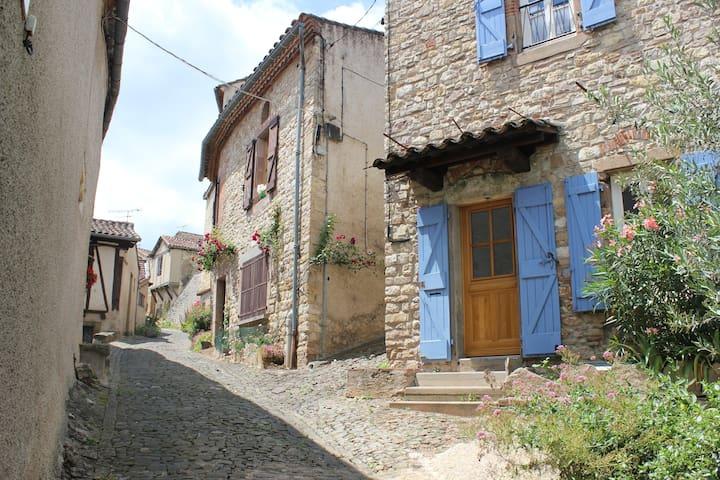 Sunny room in Cordes-sur-Ciel - Cordes-sur-Ciel - Hus
