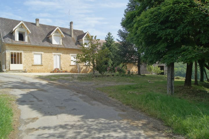 Gite à la ferme à 12 km de SARLAT - Saint-Crépin-et-Carlucet - Apartamento