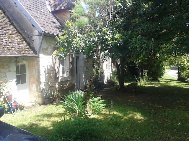 Chambre privée, maison de campagne - Moulins-sur-Yèvre - Casa