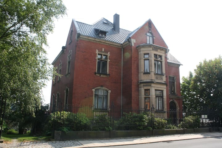 Gästezimmer in Gründerzeitvilla in Reichenbach,A72 - Reichenbach im Vogtland - Villa