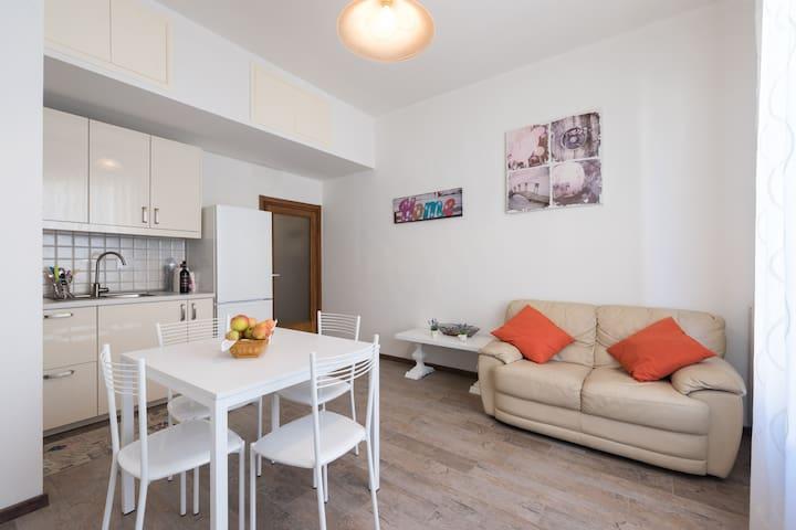 Singola vicinissima stazione - Prato - Appartement