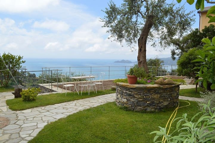 Modern one-room flat with garden and seaview! - Zoagli - Leilighet