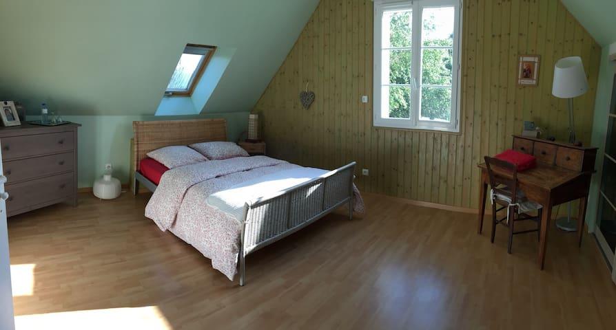 Chambre au calme en Touraine. - Souvigné - Bed & Breakfast