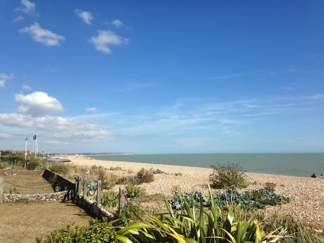 Family home on the beach - Pevensey Bay - Huis