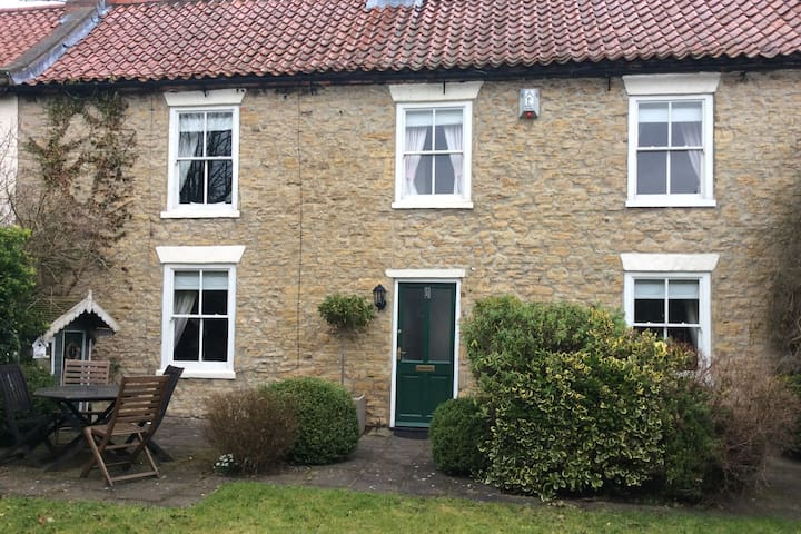 The perfect cottage in Britains perfect village - Heighington Village - Huis