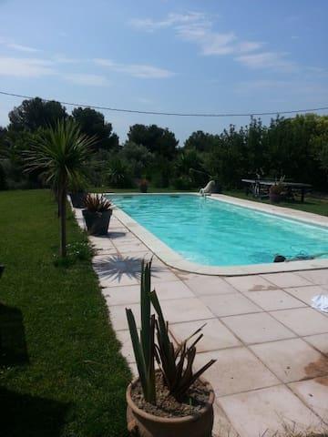 Studio de 33 m2 accès piscine - La Fare-les-Oliviers - Квартира