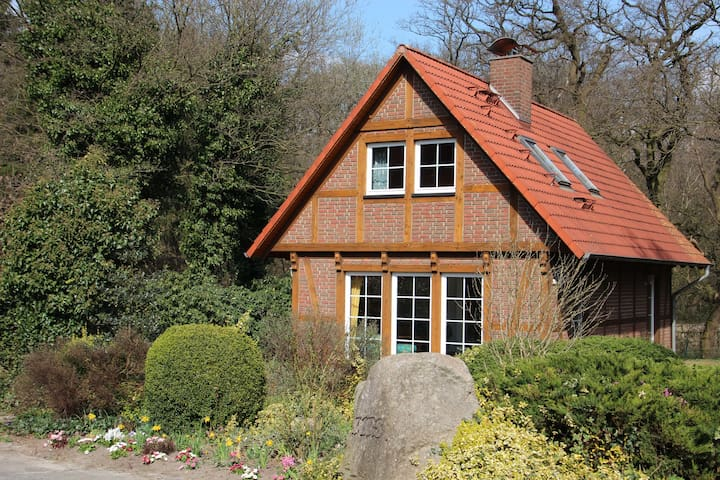 Beautiful timbered house on farm - Schiffdorf - Hus