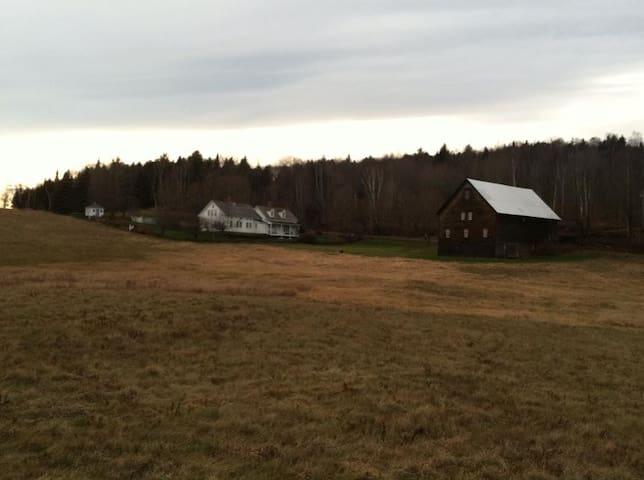 Peaceful, Spacious, Historic Vermont Homestead - Woodbury - Hus