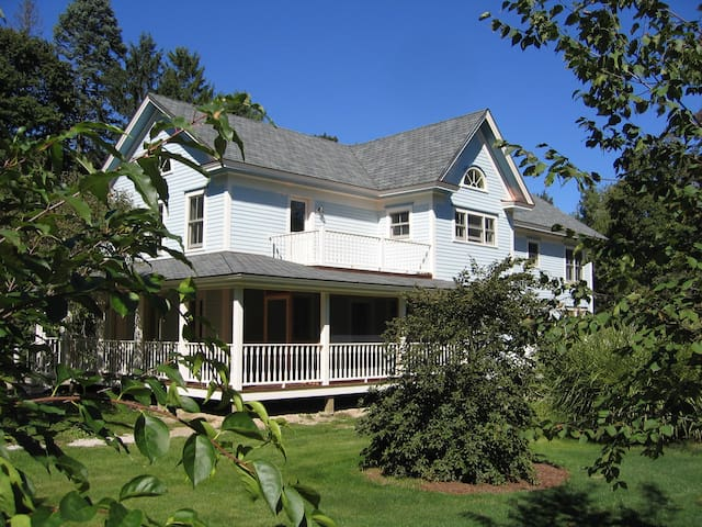 Charming 2-BR apartment, center of Lenox, MA - Lenox - Daire