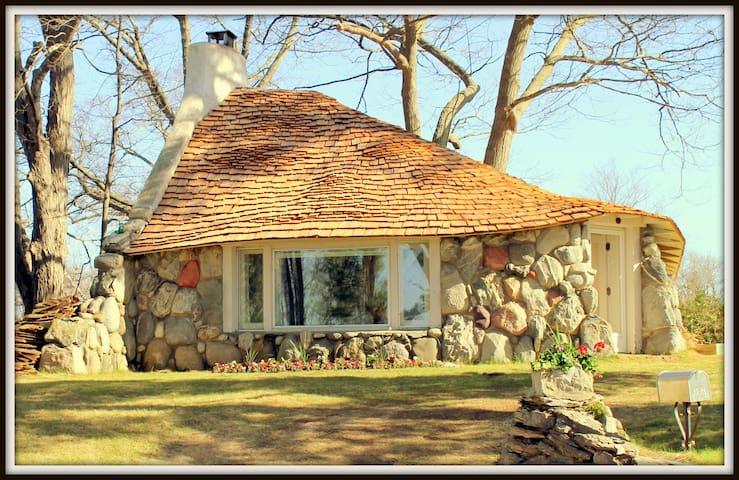 INHABIT A HOBBIT HOUSE! - Charlevoix