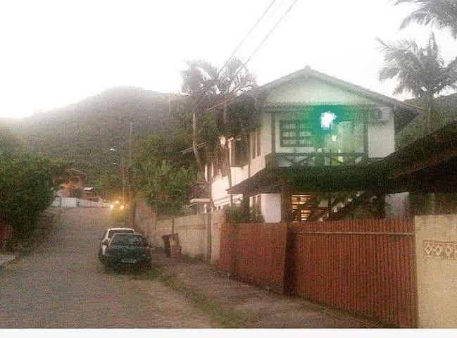 Cantinho Aconchegante no  ¨centrinho da Lagoa¨ - Florianópolis - Bed & Breakfast