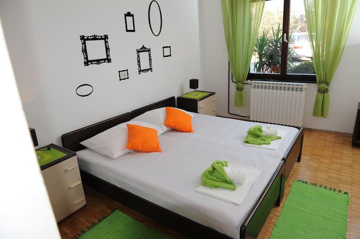 Lovely, chic, comfortable apartment - Ploče - Lägenhet