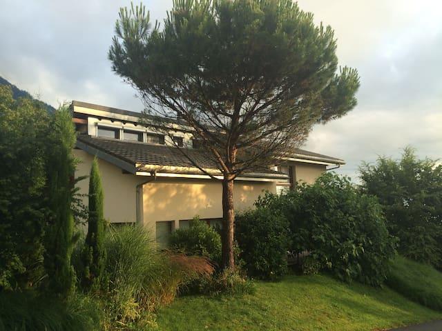 Chambre cosy dans cadre de verdure - Collombey-Muraz - Casa