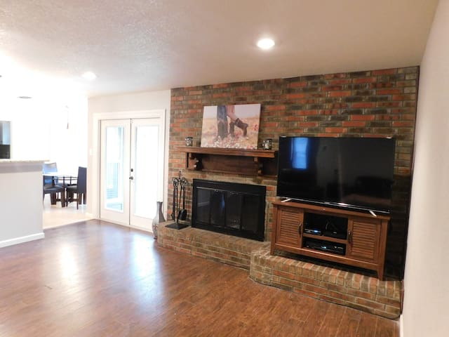 Beautiful home in Hurst.  Easy access to Dallas/FW - Hurst - Dům