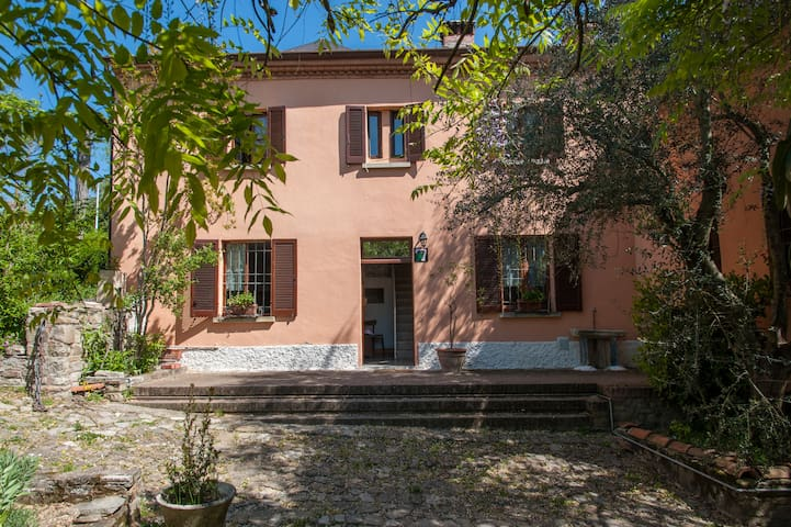 La Casa al Castello per famiglie - Montecalvo Versiggia - Haus
