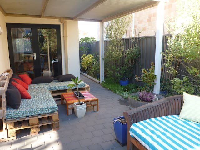 Relax & Modern Freo Ensuite - Beaconsfield