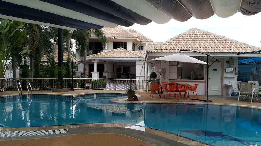 2 room suite with swimming pool. - San Sai Noi