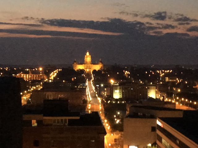 Heart of Downtown. Live, work, play - Des Moines